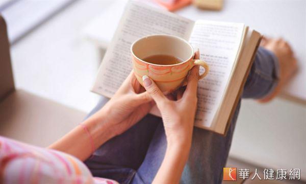 冬季氣溫和環境相對濕度偏低,每天飲用滋陰效果的茶飲,有助預防肌膚乾燥。