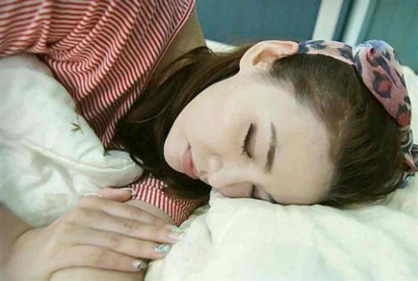 陳蘋果:「利用睡眠的時間加速夜間代謝率,睡得又安穩又熟,當然氣色也超好」( 圖文轉於:陳蘋果)