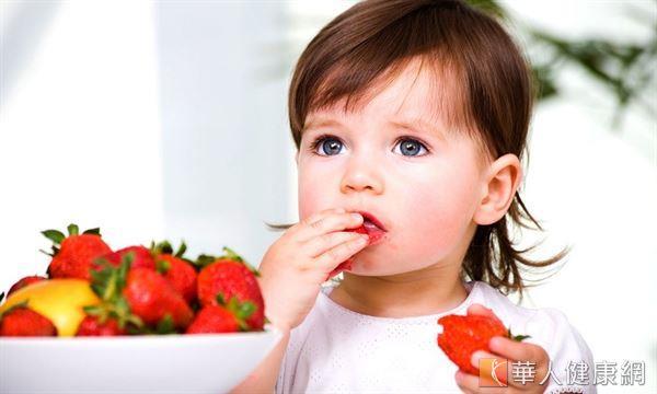 草莓是天然的維他命,含有豐富維生素C,可以預防感冒。
