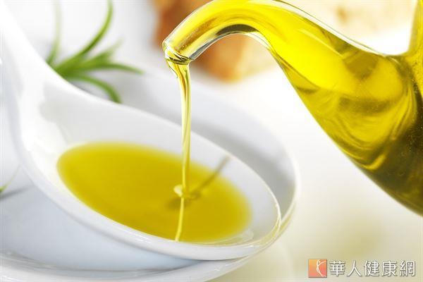 日本有研究發現,成份中具有中鏈脂肪酸的食用油,經實驗證實有助於不易囤積體脂肪。