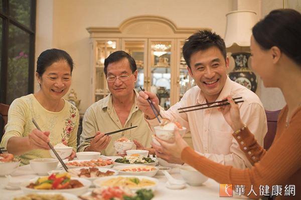 台灣人喜愛美食,尤其年節期間聚餐活動多,若不節制易造成腸胃難以負荷,大小毛病不斷。