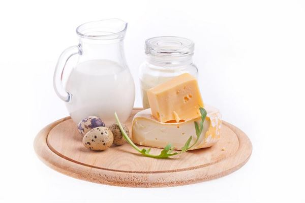 適度攝取含有益生菌的發酵食物,例如優酪乳、優格等,有助保健腸胃。