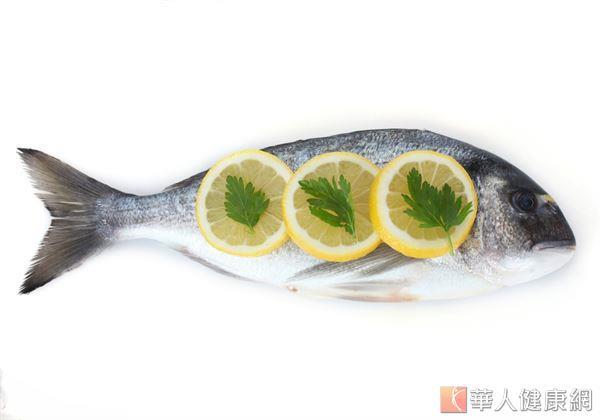 魚的腹部含有較多的脂肪,如虱目魚肚就可見到透明油脂部位,屬於減重者應避免的食物。