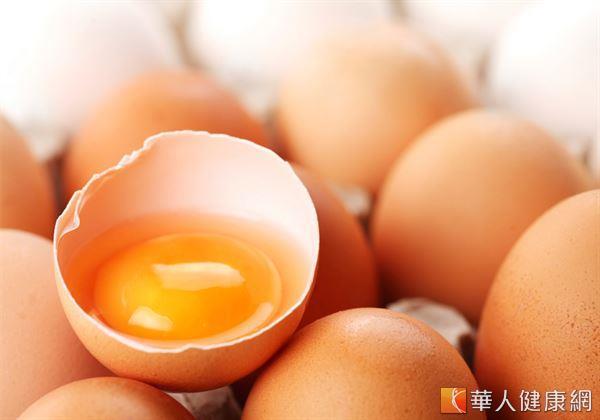 蛋是最常見也最易取得的蛋白質來源,富含各種胺基酸,屬於最優質的蛋白質,唯一需注意的是蛋黃部分因膽固醇含量較高,應加以避免即可。
