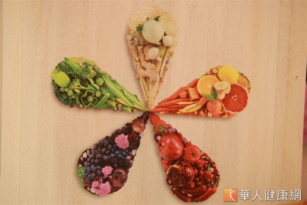 存在蔬果中的植化素多達上百種,每天均衡攝取多樣色彩的蔬果就能補充所需植化素。(攝影/江旻駿)
