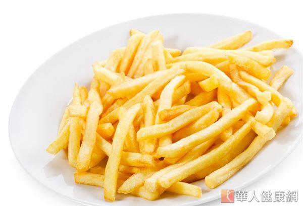 學者推測60公斤體重成人若每天吃1包72公克薯條,未來罹癌風險將高出500倍。