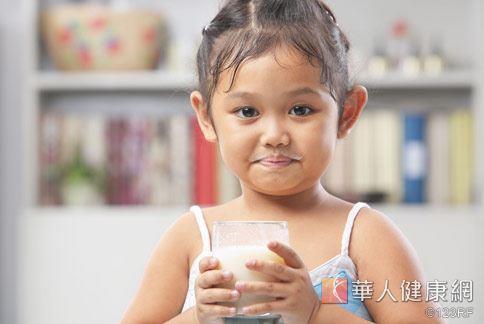 無加糖的高纖豆漿,具有膳食纖維能夠增加飽足感。