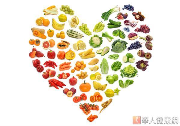 平常應該多吃纖維質含量高的青菜如地瓜、蘆筍、皇宮菜等,熱量低又能促進腸蠕動。