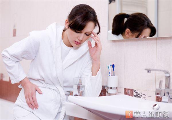 導致婦女於懷孕期間出現噁心、作嘔、食慾不振等「害喜」症狀產生的原因,主要與體內荷爾蒙劇烈改變有關。