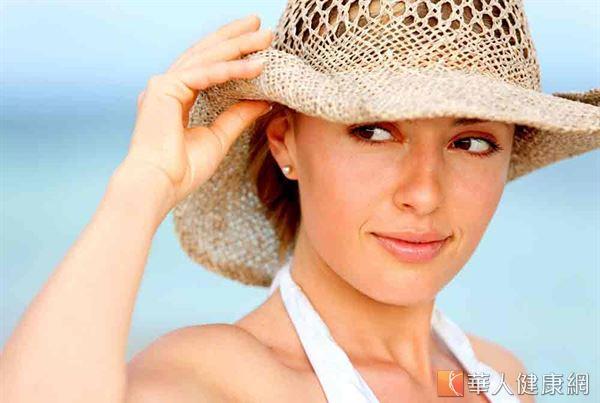 預防眼疾最重要的還是要由調整生活習慣開始,熱敷、按摩眼睛周圍,多攝取天然蔬果,外出配戴太陽眼鏡等。