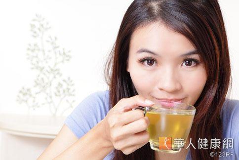一項研究指出,婦女長期喝綠茶會降低罹患卵巢癌風險。