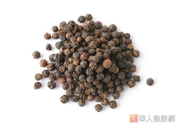 購買胡椒時,不妨挑選仍保持原始型態的胡椒粒自行研磨,不但新鮮,同時能避免有額外添加物的可能。