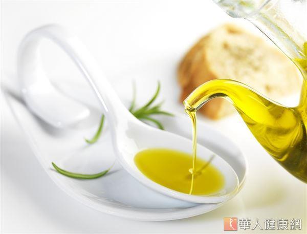 一般食用油脂的保存期限約2 年,開瓶後應在3至6個月內能使用完。