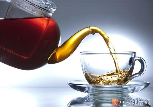 玄參、麥門冬等藥材相互搭配製成茶飲飲用,有滋陰潤燥,舒緩不適、緩解乾癬搔癢症狀的作用。