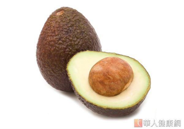 酪梨當中的維生素E和葉酸對於助孕、維護胎兒健康很有幫助。