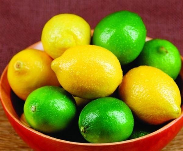 挑選檸檬時,應以色澤鮮亮、果形正常、果蒂新鮮完整、果皮無褐色斑塊或疤痕者為佳。(圖片/取材自《100種水果營養圖典》一書)