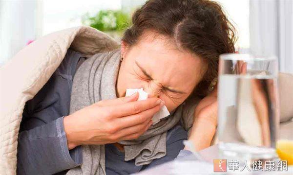 女性肺癌發生人數從100年4121人至101年增為4620人,足足增加12%。