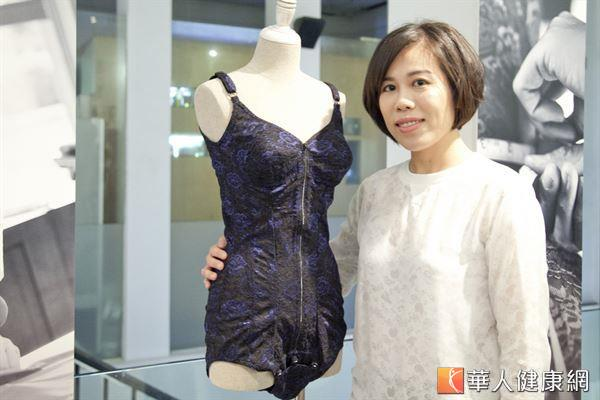 蕾迪琳創意總監王景阜Maggie,繼承了婆婆林淑女手工訂製塑身衣的好手藝,繼續將身為女性的美好傳承下去。