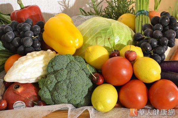 建議患有前期糖尿病的民眾適量攝取蔬果,尤其是綠葉蔬菜,預防效果更好。