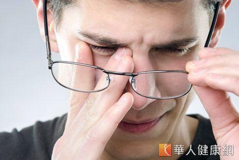 過敏性結膜炎問題,不僅讓人眼睛彷彿「兔子眼」般又紅又腫,伴隨而來的搔癢、脹痛感更是令人苦不堪言,即使冰敷也只能短暫緩解!