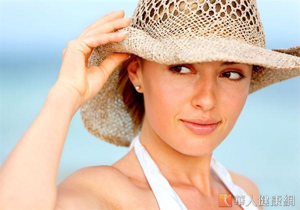 想要延緩肌膚老化速度,除了做好日常防曬外,適度補充有助皮膚抵抗自由基侵襲的食物也非常重要。