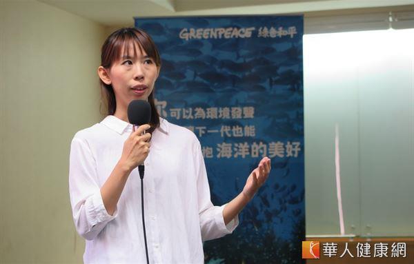 綠色和平海洋專案主任顏寧表示,過度捕撈黑鮪魚不僅危害海洋永續,更可能引起食安問題。(攝影/駱慧雯)