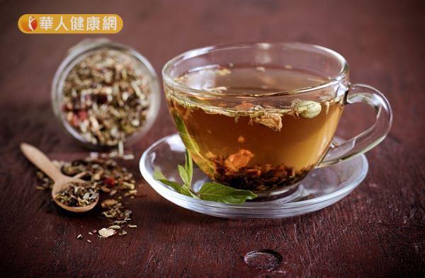 花草茶含有多種抗氧化成分,適量飲用可使體內細胞進行正常的代謝循環。