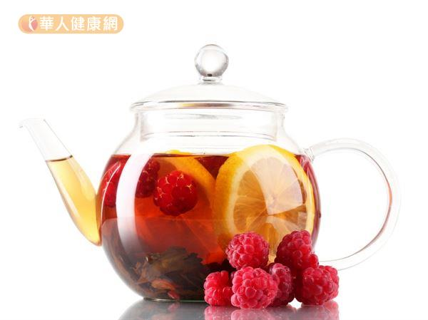 每天花一點點時間,選用天然無毒的花草果實泡煮成茶,適量飲用也能輕鬆瘦小臉。
