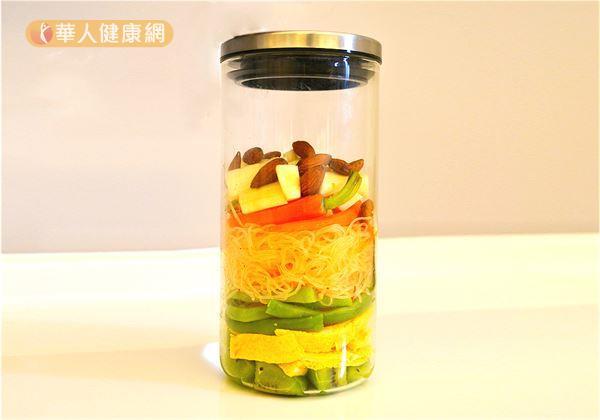 玻璃罐沙拉擁有繽紛美麗的外觀,讓人看了心情愉悅,每天都好期待用餐時間趕快到來!(攝影/洪毓琪)