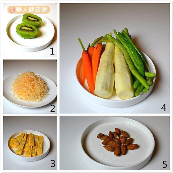 適合女性上班族食用的玻璃罐沙拉包含五種食材,分別是(1)奇異果、(2)泰式風味冬粉、(3)蛋皮、(4)包含紅蘿蔔、筊白筍、四季豆的綜合蔬菜、(5)杏仁。(攝影/洪毓琪)