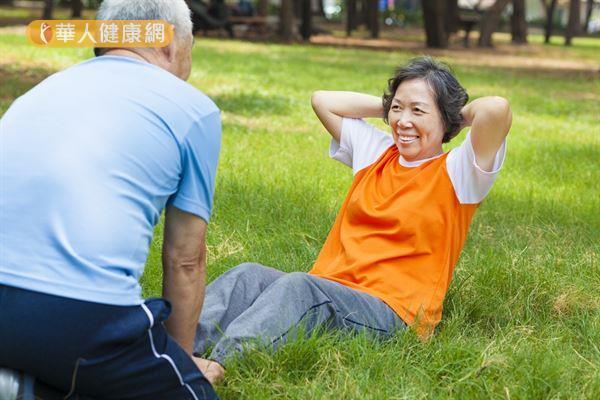 人體肌肉量自50歲後會慢慢減少,但透過規律的運動習慣和均衡飲食,有助維持足夠的肌肉量,確保身體健康和生活品質。