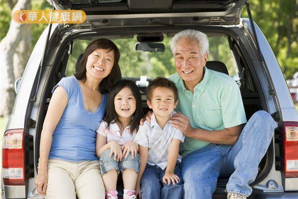 衛福部公布103年國人十大死因,發現年輕人死亡以事故傷害為主要原因,中老年人則以惡性腫瘤居多。