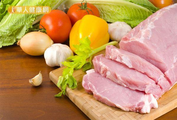 研究發現,每餐先吃蔬菜和肉類等蛋白質食物,能夠降低餐後血糖。