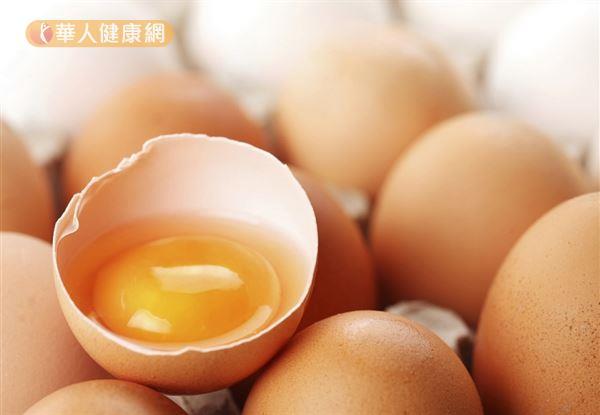 雞蛋的營養豐富,但膽固醇高且會刺激雄性荷爾蒙分泌,多囊性卵巢患者應減少食用。
