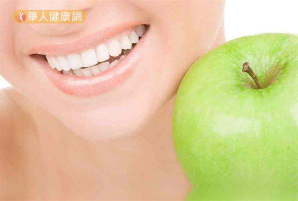 有菸垢牙困擾,可透過深度的牙齒美白協助逐漸還原齒色。