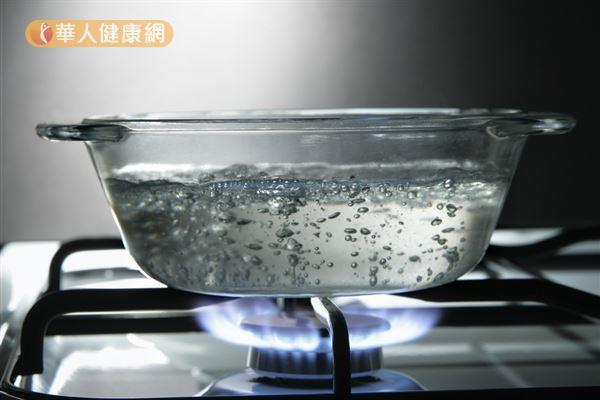 自來水一定要煮沸之後才能飲用,以去除當中的病菌和氯。