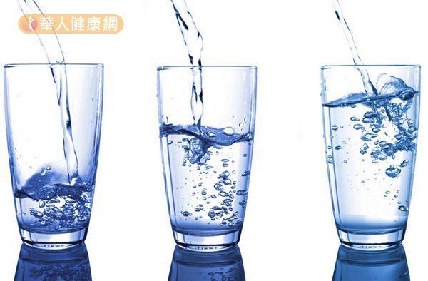 為何不能直接喝自來水呢?常見問題之一為住家常因自來水用水設備不良,導致發生二次污染 。