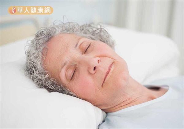 家中長輩總是天還沒亮就起床?當心!老人家早起並不一定是健康的表現,恐是飽受失眠困擾所致!