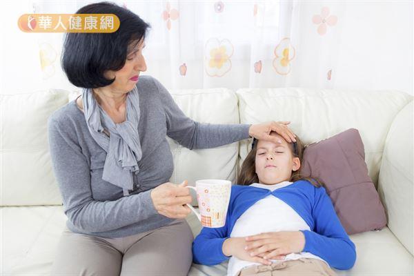 雖然發燒是人體免疫系統遭受外來有害物質侵犯後的正常反應之一,但看到孩子身體不舒服,許多家長還是心疼不已。