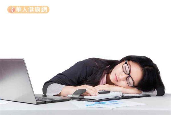 有研究顯示,『每天睡不到6小時,容易發胖!』睡眠不足對於影響食慾的賀爾蒙有不良的影響。