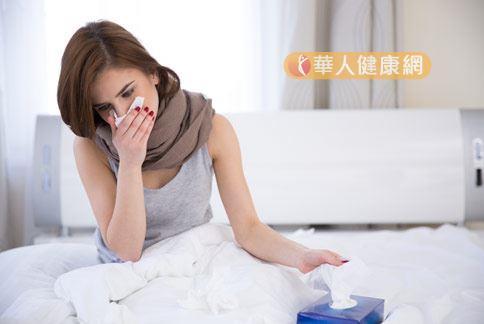 秋天氣候多變,喉嚨容易乾燥,造成呼吸道毛病出現,民眾一定要提高警覺。