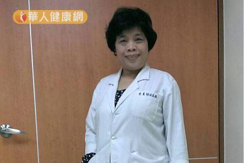 營養師洪若樸(如圖)提醒,天氣多變要多喝溫水,讓喉嚨保持濕潤。(攝影/記者張世傑)