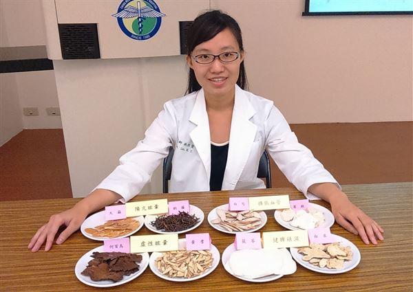 林欣瑩中醫師表示,眩暈非樂齡族的專利,經常受此病症困擾的人,可先諮詢中醫師配合適當的中藥調理體質,有助預防眩暈。(圖片提供/中國附醫)