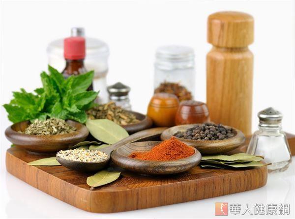 咖哩中含有豐富的薑黃素,能調整身體機能、減少體重和體脂肪增加,更有強大的抗氧化功效。