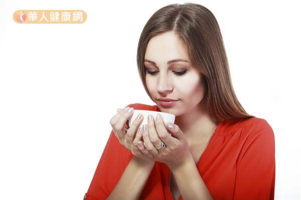 喝醉之後適量喝葛根山楂飲,可以幫助緩解宿醉。