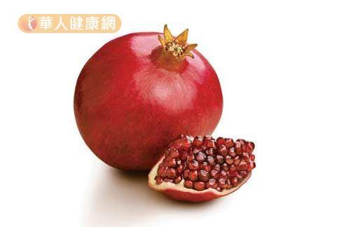 素有「抗氧化女王」之稱的紅石榴,含有豐富植化素,可說是紅色力量的模範生。(圖片提供/華人健康網)