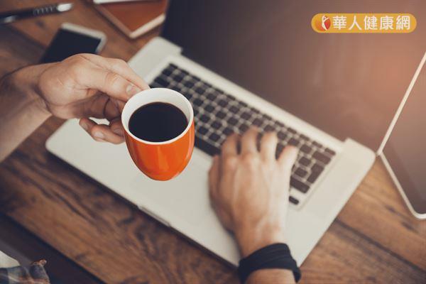 許多研究顯示,咖啡有助降低胰島素阻抗和發炎的風險,但是要適量飲用才有好處。