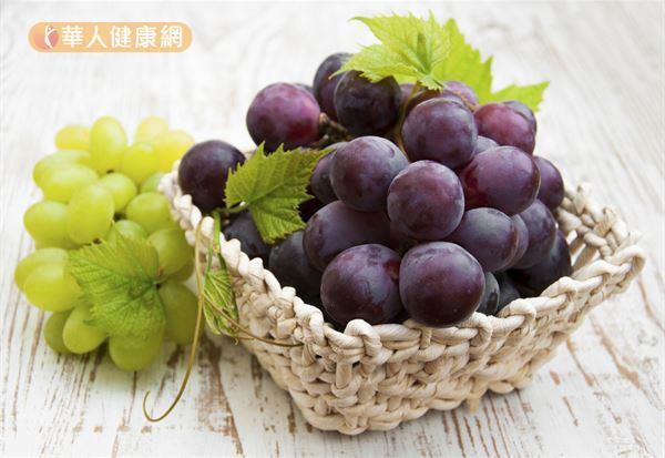 葡萄當中的白藜蘆醇和花青素,都有很好的抗氧化作用,有助淡斑美白。