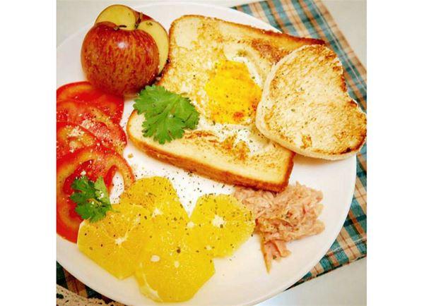 柳丁和橘子不只能幫助美白,還能增強免疫力,早餐不妨吃一點柳丁切片,好吃又健康!(圖片/程涵宇粉絲團提供)