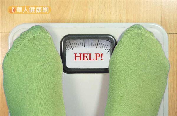 人為什麼會胖?很多時候並不是因為吃錯東西、沒運動,而是因為睡眠差、吸入過量空氣所致!
